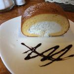 珈琲ホリ - ホリロールセット(800円)のロールケーキ