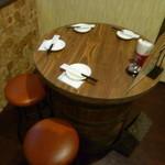 サンパチキッチン - 樽を使ったテーブル席♪