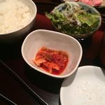 43003570 - 付け合わせのご飯、キムチ、スープ、チョレギサラダ