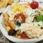 43004366 - Salad(微妙な盛付 姪っ子作)
