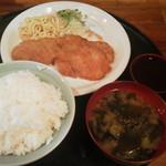 居食や 一本道 - ロースカツ定食500円(税込)