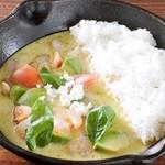 野菜を食べるカレーcamp - アボガドと小エビのグリーンカレー