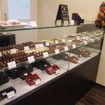 ショコラ・フランダース - かわいらしく、魅力的なチョコが並ぶショーケース