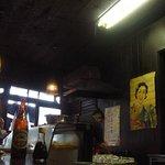 白雪温酒場 - 年月を経た店内(1)