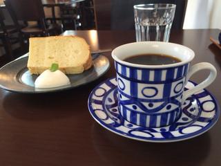 そらや - フレンチローストのホットコーヒーとプレーン・シフォンケーキ