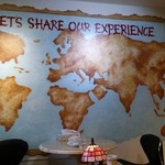 世界食道 - お店の壁