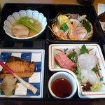 京ぜん - 料理写真:うわさの松花堂弁当です。