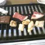 網走原生牧場観光センター 牧場レストラン - ジュウジュウ、焼いちゃいましょう。