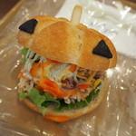 ビバリーヒルズ・ブランジェリー - おばけカボチャのサンドイッチ♪