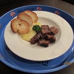 ZOT - 豚肉のブラックペッパー煮込みは、豚バラブロック肉をブラックペッパーで焼き上げ、あまからいソースで煮込みました。