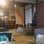 カフェ & バー 段 - 店内 畳の間