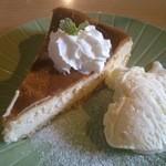 カフェ & バー 段 - 定番ベイクドチーズケーキ