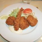 レストラン神谷 - Cランチ(海老・帆立・白身のミックスフライ)だっだかな?