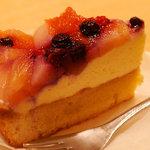 カフェ ソラーレ - 夏の果実のタルト。季節限定ですね。