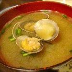 4315266 - ご飯と一緒に頼んだアサリの味噌汁。大きなアサリ、ダシが効いてて美味しかったです。