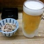 43152803 - 生ビールにお通し(鶏皮ポン酢)