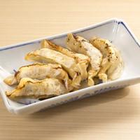 和味餃子 - 餃子(本鰹だし餃子・辛味噌ゆず餃子)6ケ 540円(税込) ※画像は海鮮餃子です。