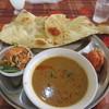 パラカス - 料理写真:ヒマラヤセットは選べるドリンクとカレー、ナンとパパッド、サラダ、チキンティカのセットで790円でした。
