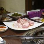 宙 SORA 韓国家庭料理&焼肉 - サムギョプサルセット2人前