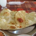 パラカス - ナンはご飯と替える事が出来ましたがせっかくなんで好きな御飯を我慢してナンでカレーをいただきました。