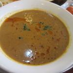 パラカス - カレーはチキン、茄子とポテト、豆、キーマから選べたんでキーマカレーを普通の辛さでお願いしました。