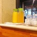 石窯 ピッツァ カフェ スタジオーネ - ドリンク(セルフですよ~)奥に牛乳←これがまた旨い