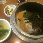 43157192 - スープとお豆腐の付いたビビンバ