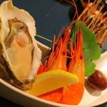 蔵群 - 厚岸の牡蠣と北海縞海老。栗の渋皮煮添え