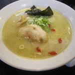 4318643 - 参鶏湯麺(サムゲタンメン)スープは見たままに濃厚なもので鶏の旨味を感じます