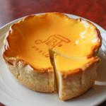 焼きたてチーズタルト専門店PABLO - 焼きたてチーズタルト ミディアム カット☆