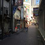 喜多方ラーメン 坂内 - お店前の通りは、パチンコ屋あり、風俗ありの正にこの世の果て(^^)/~~~