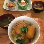 アリクイ食堂 - コロ玉丼。食後のカフェオレ+50円