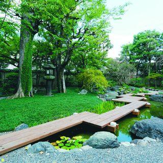 美しい庭に囲まれた「西尾八つ橋別邸」