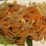 タイレストラン タニサラ - ソムタムを少し崩して撮影
