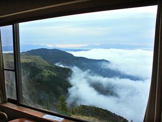 王ヶ頭ホテル - 客室から富士山も。一番奥に見えます