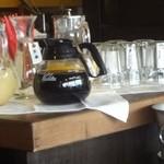 ビストロボナペ - ドリンクバーコーナー(コーヒー、オレンジジュース、グレープフルーツジュース、ウーロン茶