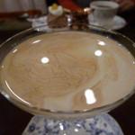 43221682 - アンブル ドゥ レーヌ 表面のエバミルク