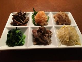 松阪牛炭火焼肉 東海亭 - ナムル6種盛り