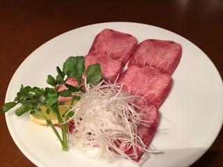松阪牛炭火焼肉 東海亭 - 上タン塩