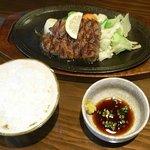 ステーキはうす 珍や - ご飯のお代わりは100円ですが、大盛りはサービスなので最初に頼みましょう