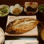 真心 - 料理写真:ランチサバの開き定食650円 小鉢は左からサラダ、牛蒡の煮物、ひじき煮、ほうれん草のおひたし!!