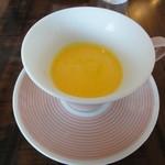 ヴィヴァン - 人参とバニラの冷たいプチスープ