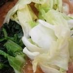 43247048 - チャーシュー麺キャベツトッピング