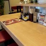 くま食堂 - カウンター、短い方に座りました