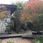 43252011 - 素敵な中庭のテラス席