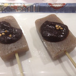 平沼 田中屋 - 味噌が命、みそ田楽、250円。一口入れれば、程よく塩梅された味噌の香りが鼻に抜ける。