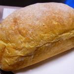 詩とパンと珈琲 モンクール - にんじんのパン ¥180