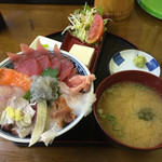さかな食人 - 料理写真:海鮮丼950円