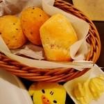 ノッカ イタリアン テーブル - パンが3つついてくるナス(゜∇^d)!!ライスでもよいナスよ♡