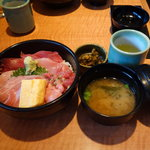 鮮味楽 -  鮮味楽丼(まぐろきっぷ特別メニュー) 通常なら2000円位?